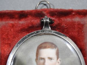 DSCN1887 300x225 Miniature of British Officer's Kings Shropshire Light Infantry