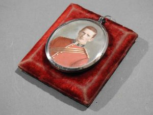 DSCN1891 300x225 Miniature of British Officer's Kings Shropshire Light Infantry
