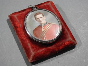 DSCN1894 300x225 Miniature of British Officer's Kings Shropshire Light Infantry