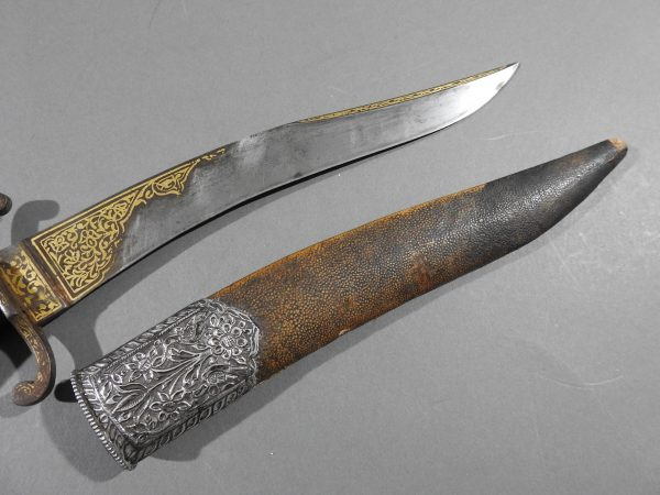 DSCN9519 600x450 Bowie Hilted Khanjar with Etched Inscription